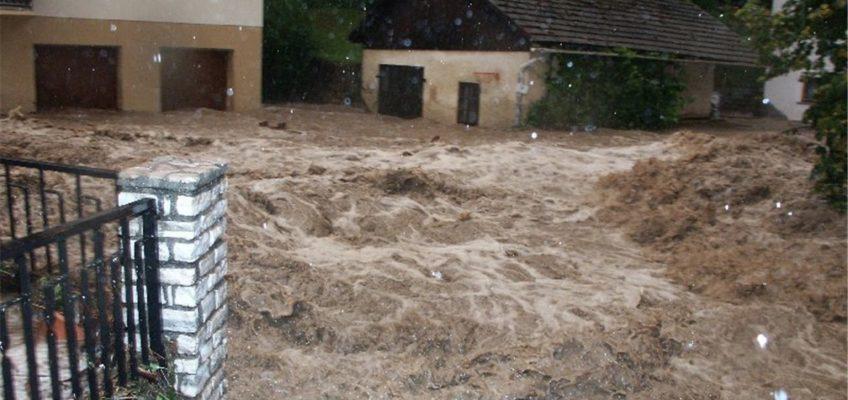 Überschwemmungen nach heftigen Niederschlägen