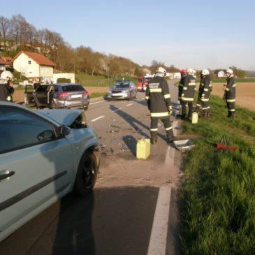 Verkehrsunfall mit 2 Fahrzeugen auf der Aschacher Bundesstraße