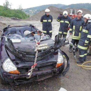 Spezialübung mit hydraulischem Rettungsgerät