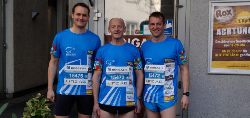 Sportliche Kameraden beim 15. Linz-Donau Marathon