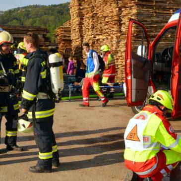 Gemeindeübung – Brand im Sägewerk