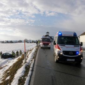 Fahrzeugbergung auf der Aschacher Bundesstraße