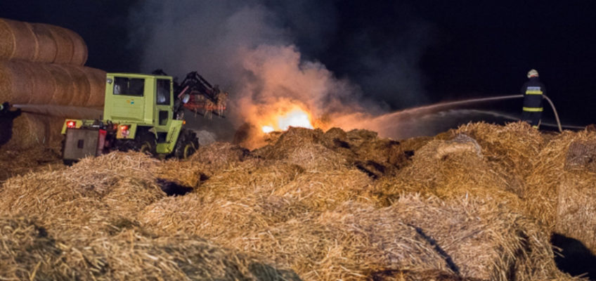 Brand eins Strohballenlagers in Landshaag