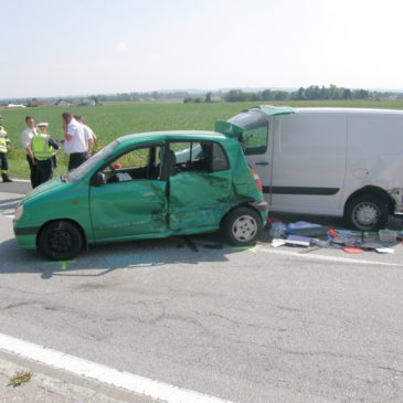 Verkehrsunfall mit drei Fahrzeugen