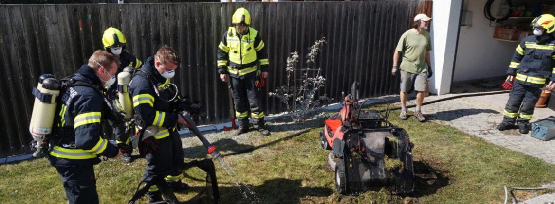 Brand eines Rasenmäher-Traktor in Pesenbach