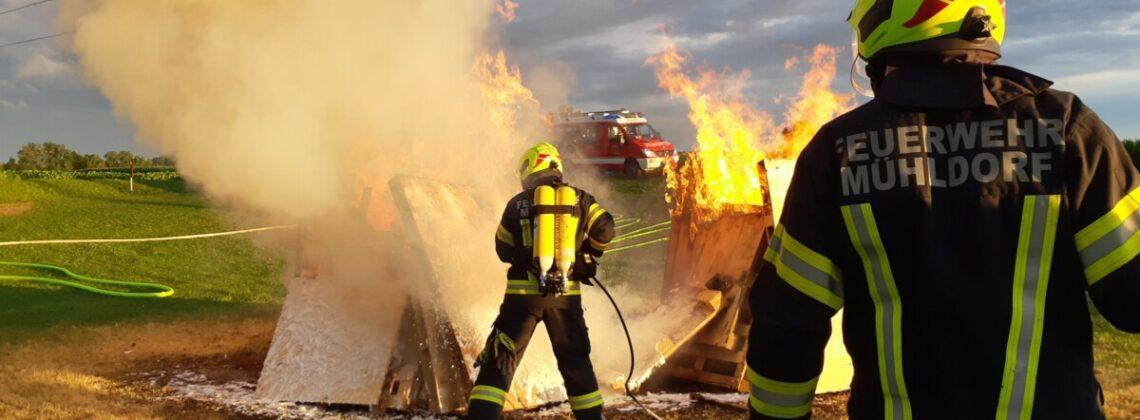 Brandübung: Strahlrohrtechnik und Schlauchmanagement