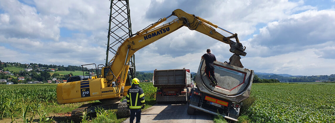 Fahrzeugbergung: 40 Tonnen LKW droht umzukippen