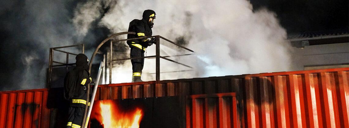 Heiße Atemschutzübung im Brandcontainer